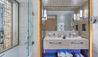 Amavi: Deluxe Room Bathroom