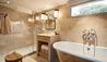 Belmond Afloat in France : Fleur de Lys Cabin Bathroom