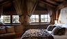 Le Chalet des Fermes : Master Bedroom (Photo Credit: Les Chalets des Fermes / L. Di Orio, F. Ducout, D. Derisbourg F. Paubel & DR)
