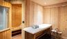 Le Chalet Chatel : Sauna and Massage Table (Photo Credit: Les Chalets des Fermes / L. Di Orio, F. Ducout, D. Derisbourg F. Paubel & DR)