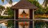 OZEN RESERVE BOLIFUSHI : Main Pool Cabana