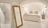 Mystique, a Luxury Collection Hotel, Santorini : Holistic Villa Bedroom